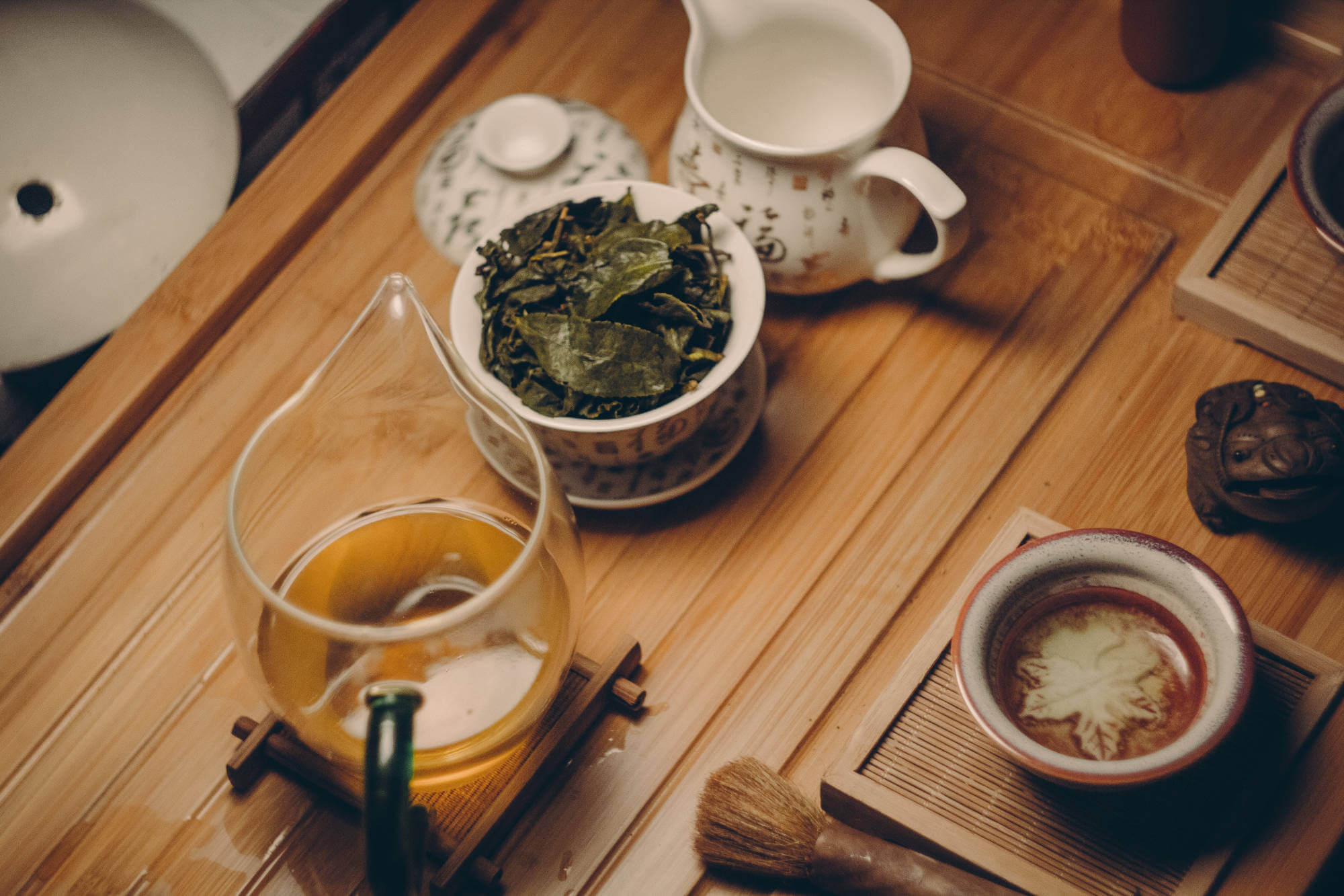 teapot-and-cup-with-leaves